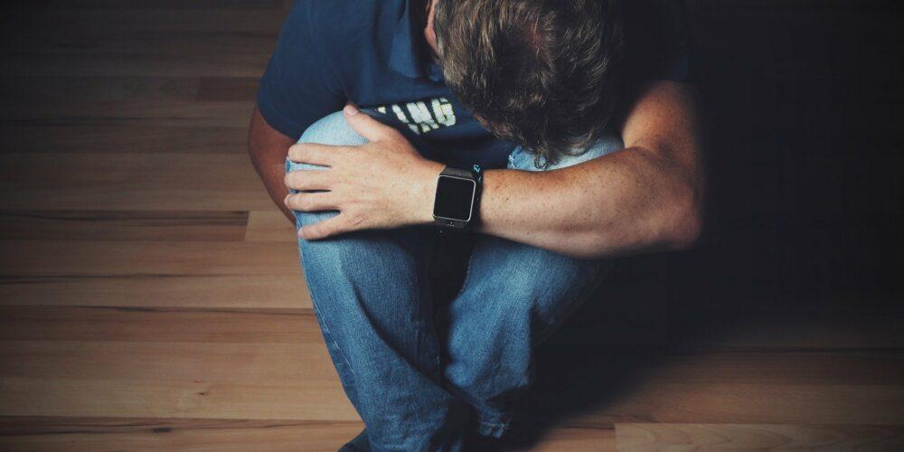 Cum faci diferența dintre depresie și tristețe